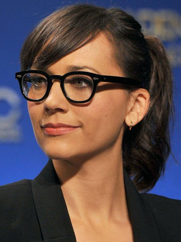 hairstyles with glasses